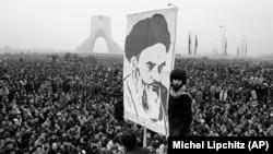 تظاهرات روز ۱۹ آذر ۱۳۵۷ در میدان شهیاد (آزادی) تهران.