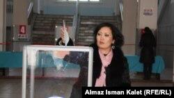Қырғызстандықтар президенттік сайлауға қатысып жатыр. 30 қазан. 2011