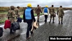 Нагорный Карабах - Армянские офицеры сопровождают сопредседателей Минской группы ОБСЕ во время мониторинга линии соприкосновения, 27 октября 2015 г․