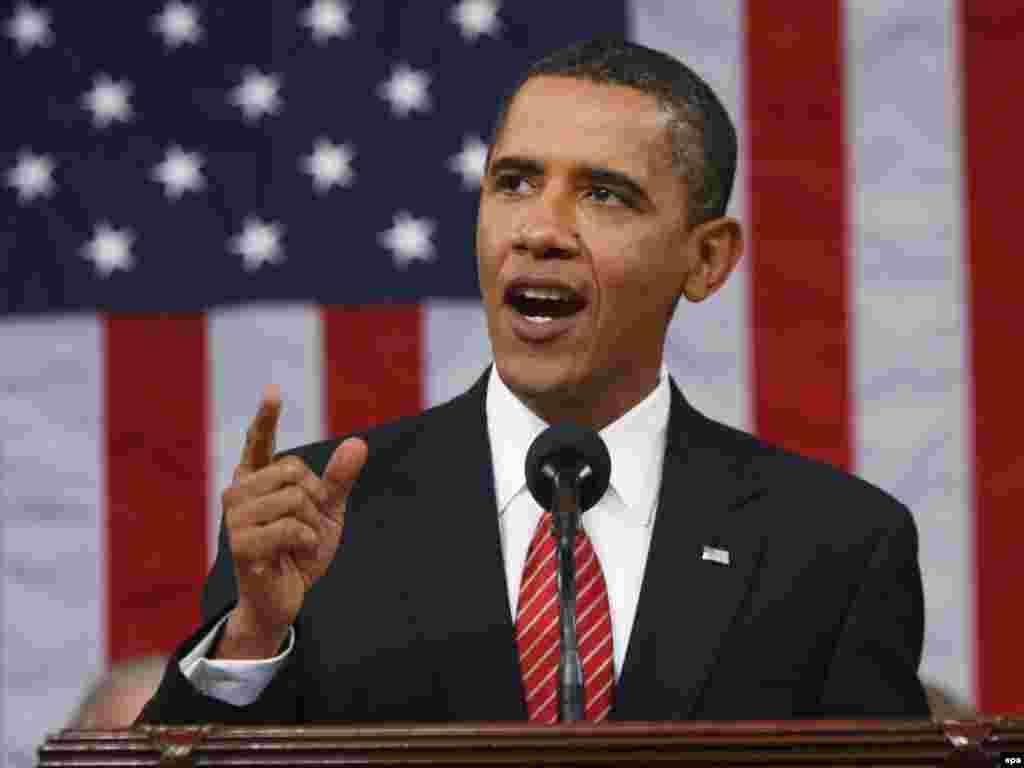 """9 tetor 2009 - Presidenti amerikan Barak Obama fiton çmimin Nobel për paqe. Komiteti për Çmimin Nobel e ka vlerësuar lart presidentin Obama për """"përpjekjet e tij të jashtëzakonshme në sforcimin e diplomacisë ndërkombëtare dhe bashkëpunimin midis popujve""""."""