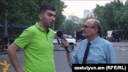 Բաղրամյան պողոտայում բողոքի ակցիաների համակարգող խմբի անդամ Դավիթ Սանասարյանը զրուցում է «Ազատության» հայկական ծառայության տնօրեն Հրայր Թամրազյանի հետ, Երևան, 6-ը հուլիսի, 2015թ․