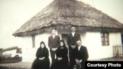 Familie deportată din Cenad în Bărăgan (Foto: colecția Johann Wunder/Proiectul Banaterra)