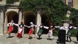 Пісні і танці в Херсонесі: в Криму відзначили День слов'янської писемності і культури (відео)