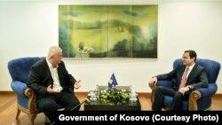 Kryeministri i Kosovës Albin Kurti me kryetarin e Lidhjes Socialdemokrate të Vojvodinës, Nenad Çanak.