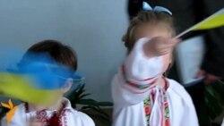 Сімферопольські школярі влаштували «Ланцюг єднання України» у своїй гімназії