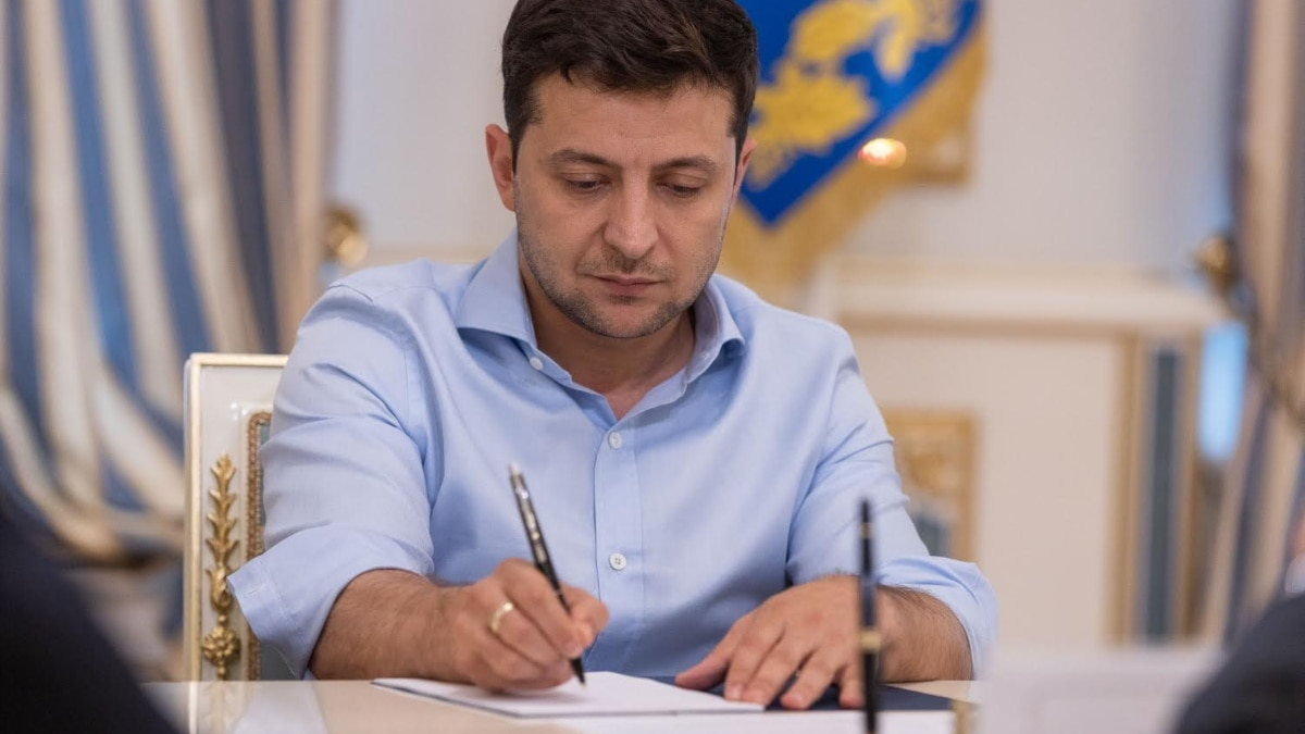 Зеленский подписал закон об электронной торговле лекарствами