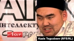 Заведующий отделом религиозной экспертизы и аналитики ДУМК Еркебулан Каракулов на заседании дискуссионного клуба Айт-Парк. Алматы, 15 сентября 2010 года.