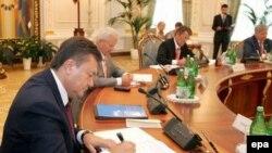 «Универсал» сегодня, премьерское кресло завтра. Виктор Янукович взял реванш за поражение на президентских выборах