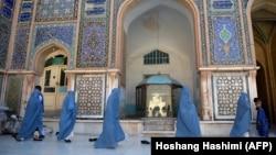 در صدر کشورهای که به دین اهمیت زیاد قایل اند، از افغانستان نیز نام برده شدهاست.