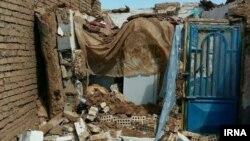 خانهای در شهر تربتجام در نزدیکی مشهد که در اثر زلزله روز چهارشنبه فرو ریخته است.