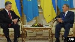 Қазақстан президенті Нұрсұлтан Назарбаев пен Украина президенті Петр Порошенко. Астана, 9 қазан 2015 жыл.