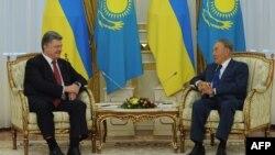 Украина Президенти Петро Порошенко ва Қозоғистон Президенти Нурсултон Назарбоев. Остона 9 октябрь, 2015 йил.