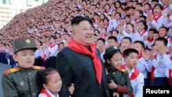Түндүк Кореяда бийлик атадан балага өтөт, каяша айткандар катаал жазаланат