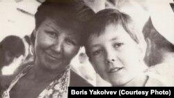 Борис Яковлев с мамой
