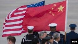 Флаги США и Китая.