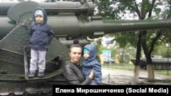 Елена Мирошниченко с младшими детьми