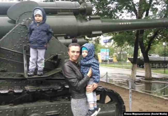 Елена Мирошниченко с детьми