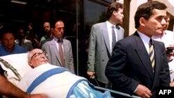 Erich Honecker napušta bolnicu u Santiagu, 11.12.1993.