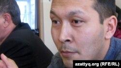 Женисбек Молдин отвечает на вопросы судьи, Актобе, 20 января 2012 года.