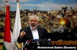 اسماعیل هنیه، ۵۶ ساله، که ۱۱ سال نخستوزیر دولت حماس بود از بهار ۱۳۹۶ به ریاست دفتر سیاسی حماس رسیده است.