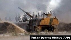 Idlibde türk artilleriýa topunyň siriýa hökümetiniň nyşanalaryny oka tutýandygy aýdylýar. 28-nji fewral, 2020 ý.