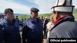 В центре - министр ЧС Кубатбек Боронов.