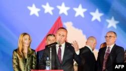 Ramuš Haradinaj po povratku iz Francuske u Prištinu