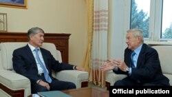 Кыргызстандын президенти А.Атамбаев америкалык каржы ишкери жана демөөрчү Жорж Соросту кабыл алды. 17.11.2014.