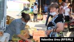 La piața din Cantemir