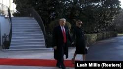 Дональд Трамп с супругой покидают Белый дом, 20 января