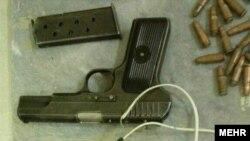 سپاه میگوید که این تجهیزات را از «دو تروریست پاکستانی» کشف کرده است.