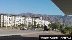 Вооруженные силы на улицах Худжанда, Согдийская область Таджикистана.