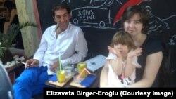 Liza Birger sa mužem i kćerkom