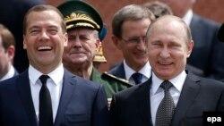 В. Путин и Д. Медведев, 22 июня 2015