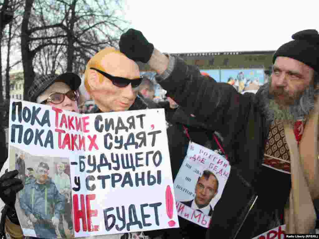 На Пушкінській протестували близько 400 прихильників опозиції.