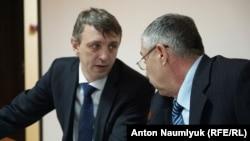 Алексей Ладин и Сулейман Кадыров в суде. Феодосия, январь 2018 года
