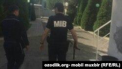 MIB xodimlari karantin payti uyma-uy yurib, aholidan kommunal to'lovlarni undirmoqda