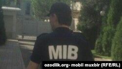 Сотрудник так называемого Бюро принудительного исполнения в Узбекистане.