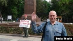 """Пикет """"Долой Путина"""" в Саратове. Фото со страницы Тихонова в Facebook"""
