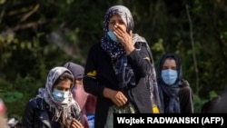 Refugiați afgani la granița cu Polonia.