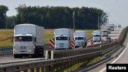 Rusiyadan Ukraynaya humanitar yardım aparan yük maşınları.