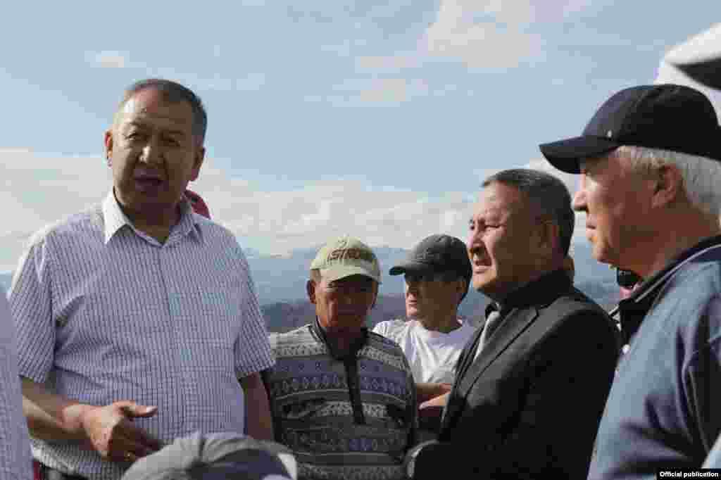 Паводковую ситуацию на местах отслеживает министр чрезвычайных ситуаций Кубатбек Боронов.