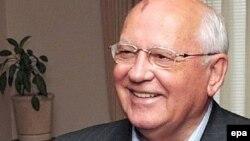 """Gorbačov kao odgovor na propadanje sovjetskog društva postepeno uvodio """"perestrojku"""" sračunatu na liberalizaciju ekonomije"""
