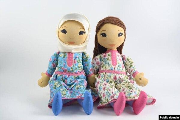 Әдилә һәм Диана Гаязова курчаклары