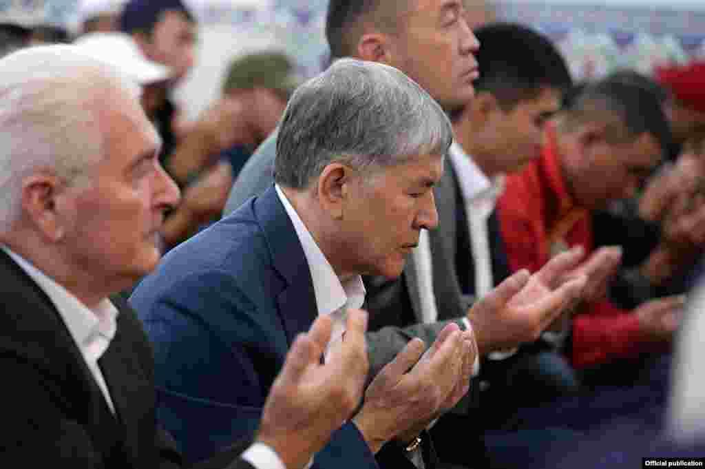 Намаз с президентом Кыргызстана Алмазбеком Атамбаевым