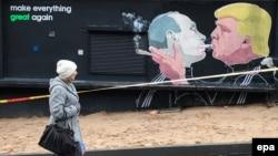 Граффити с изображением российского президента Владимира Путина и президента США Дональда Трампа в Вильнюсе, Литва