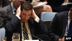 Ресейдің БҰҰ-дағы елшісінің орынбасары Владимир Сафронков (ортада). Нью-Йорк, 5 сәуір 2017 жыл.