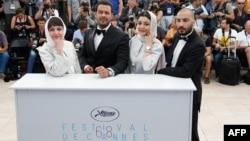 آیدا پناهنده به همراه پژمان بازغی، ساره بیات و نوید محمدزاده در جشنواره کن