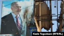 A billboard with a picture of President Nursultan Nazarbaev in Zhanaozen was set on fire during the riot on December 16.