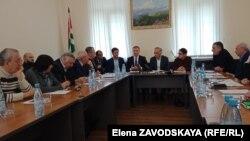 В Общественной палате уже не в первый раз обсуждается возможность добычи нефти в Абхазии